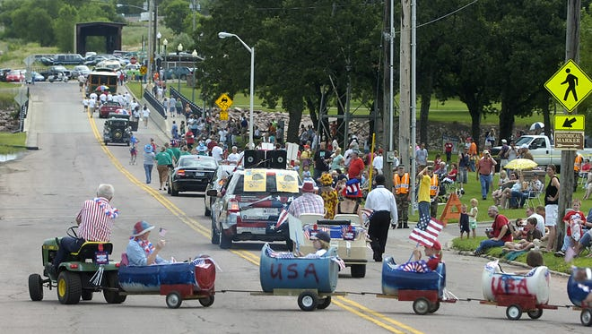 Participans weave past Falls Park Sunday morning at the annual Mayor's 4th of July Parade and Picnic.  (Elisha Page/Argus Leader)