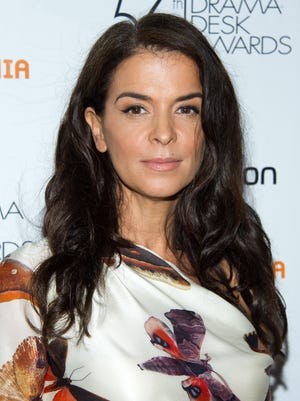 Actress Annabella Sciorra accuses Harvey Weinstein of rape and sexual harassment in a 'New Yorker' story published late Friday.