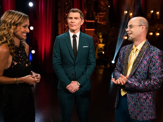 636408054907645625-Hosts-Giada-De-Laurentiis-and-Bobby-Flay-congratulate-Jason-Smith-at-th....jpg
