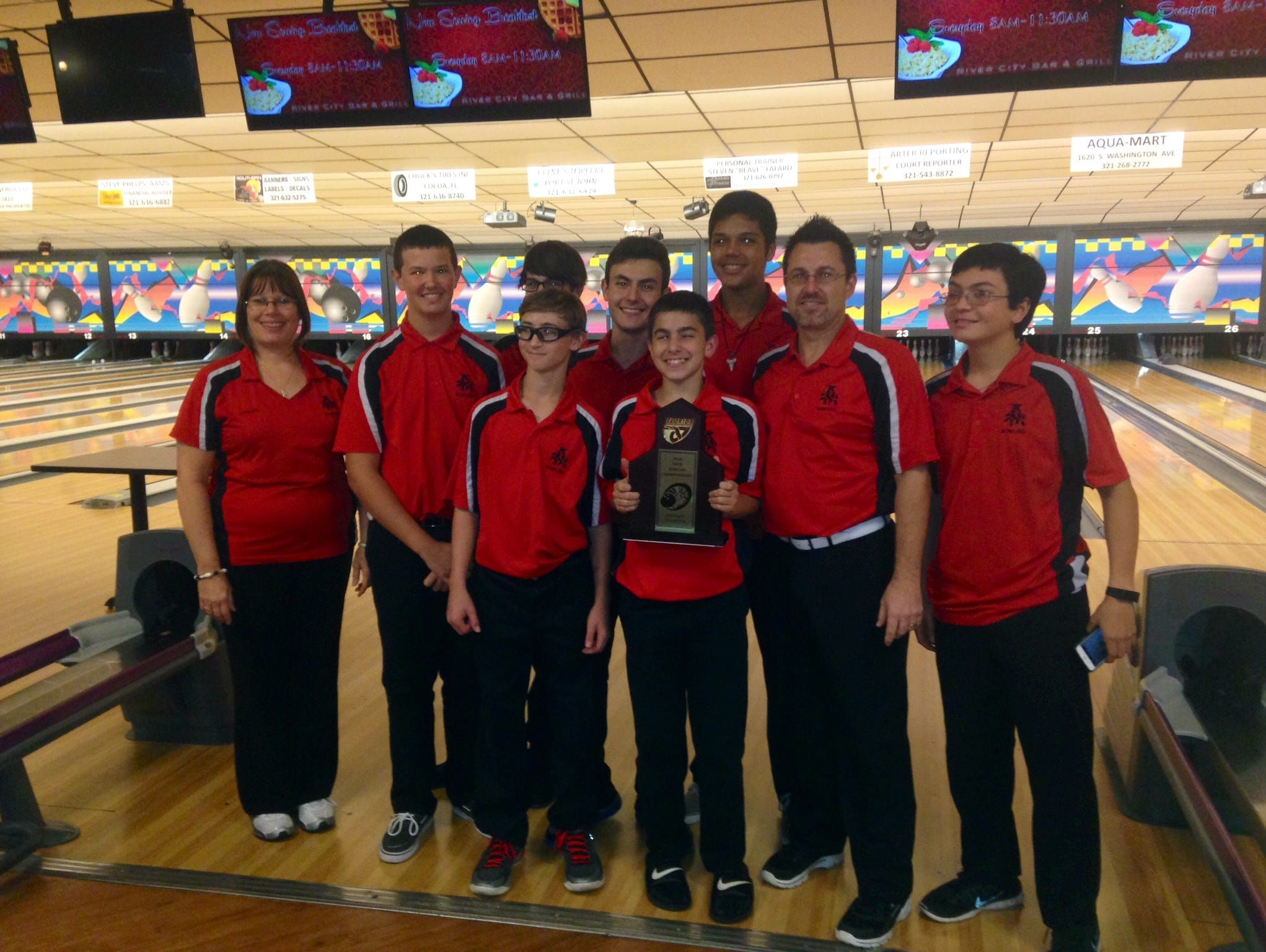 Edgewood's boys won the 2015 District 10 bowling title.