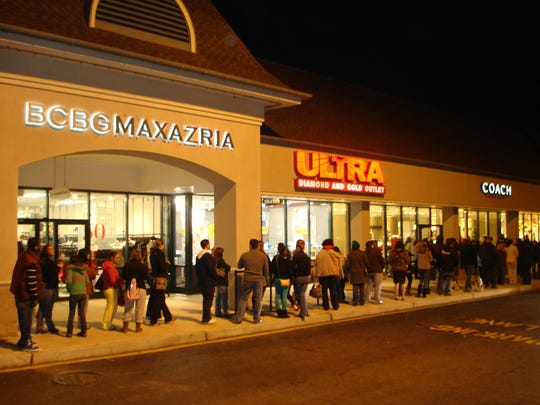 Shoppers start their 2012 Black Friday shopping at