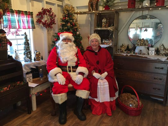 Santa Clause and Missus Clause at the Orchard View Cottage next to Brown's Orchards & Farm Market.