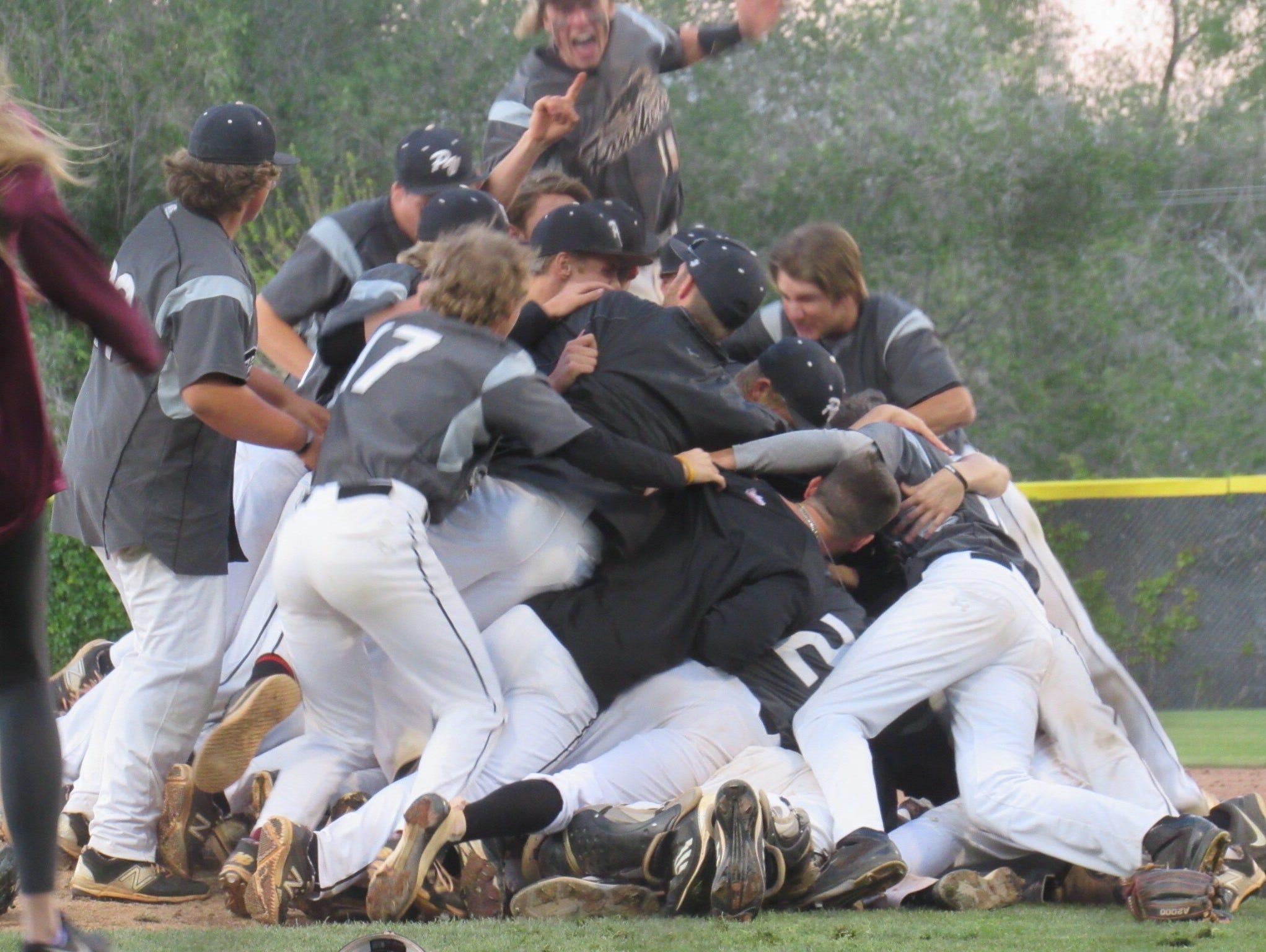 Pine View celebrates its 3A state championship
