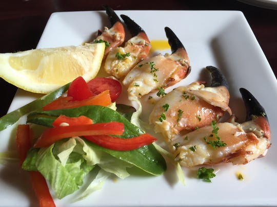 Burtonport crab claws in garlic butter, served at The