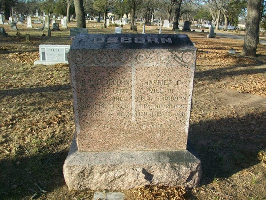 Joint grave of Thomas C. Osborn (left side), and wife