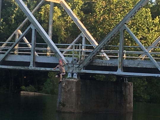 Andy Robinson snapped a picture of this thrill-seeker