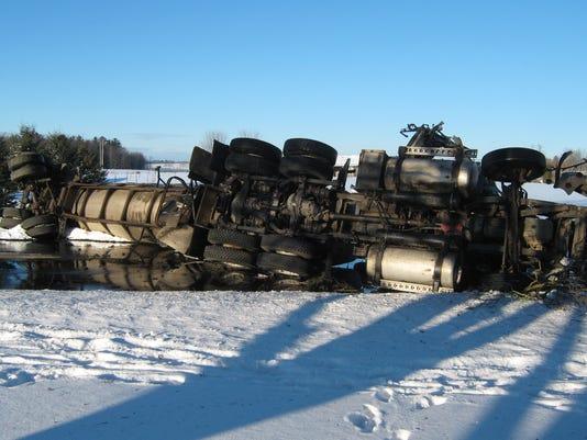 636215678734689551-Semi-crash-Kossuth-020117.JPG