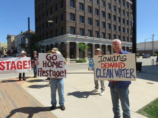 Opponents of a Prestage Foods plant for Mason City make their views known before the vote.