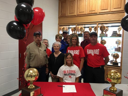 Kinsey Duncan signed to play volleyball at Navarro