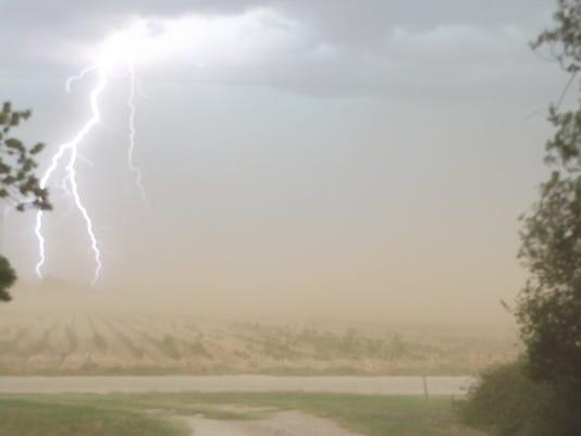 DonShaw-Lightning-OldEolaRoad-070417.jpg