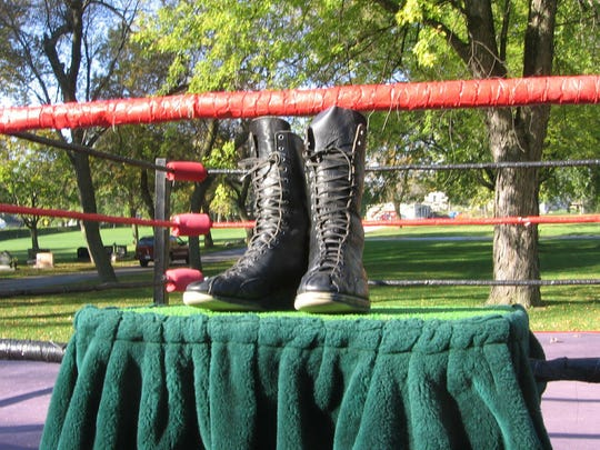 During his funeral procession in 2005, The Crusher's wrestling boots were put on display on a table in a ring constructed in his honor at the cemetery.