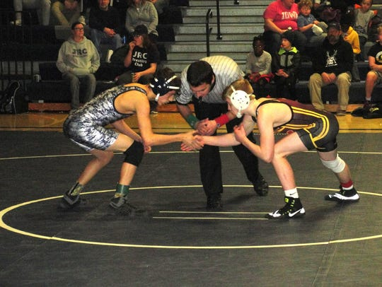 Wrestlers face off on Thursday, Feb. 1, 2018 in Des