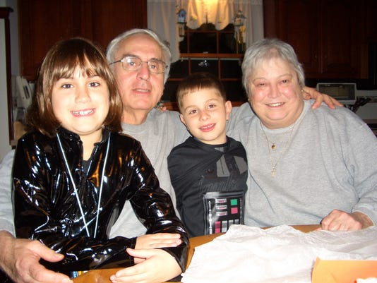 636592214239106051-mom-and-dad-and-the-kids.jpg