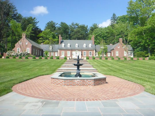 A rehabilitation of New Gunston Hall in Biltmore Forest