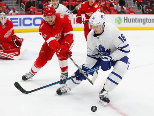 636489681517378669-AP-Maple-Leafs-Red-Wings-Hoc-2-.jpg