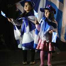 Two young girls join the crowds outside the Scottish Parliament in Edinburgh Thursday as Scotland voted on whether to remain part of the United Kingdom or become an independent country. (Photo: Christopher Furlong Getty Images)