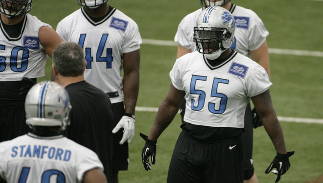 Detroit Lions linebacker Stephen Tulloch works out during practice in Allen Park on May 28, 2014.