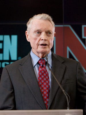 Legendary Nebraska football coach Tom Osborne wants the school to mend fences with former coach Frank Solich.