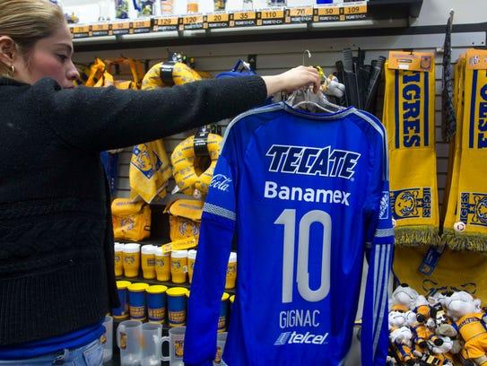 La camiseta con el número de André-Pierre Gignac es