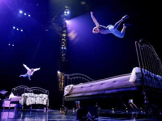 """Bouncing Beds"" in Cirque du Soleil's ""Corteo,"" 2015"