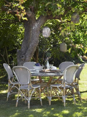Reminiscent of Paris in the spring, this cafe set invites friends to relax and chat while summer is in full bloom.