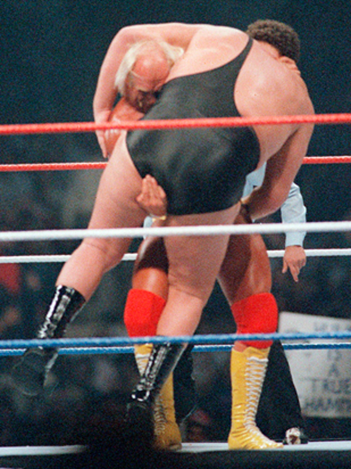 Hulk Hogan bodyslams Andre the Giant in the most epic