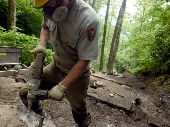 js-0810-Chimney Tops Trail-03.jpg