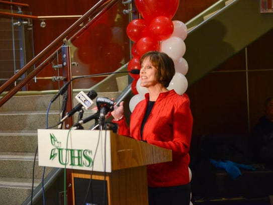 Kimberly Quick speaks at UHS's Go Red for Women ceremony