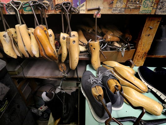 West Allis' John's Shoe Service and Tailoring to close after 33 years