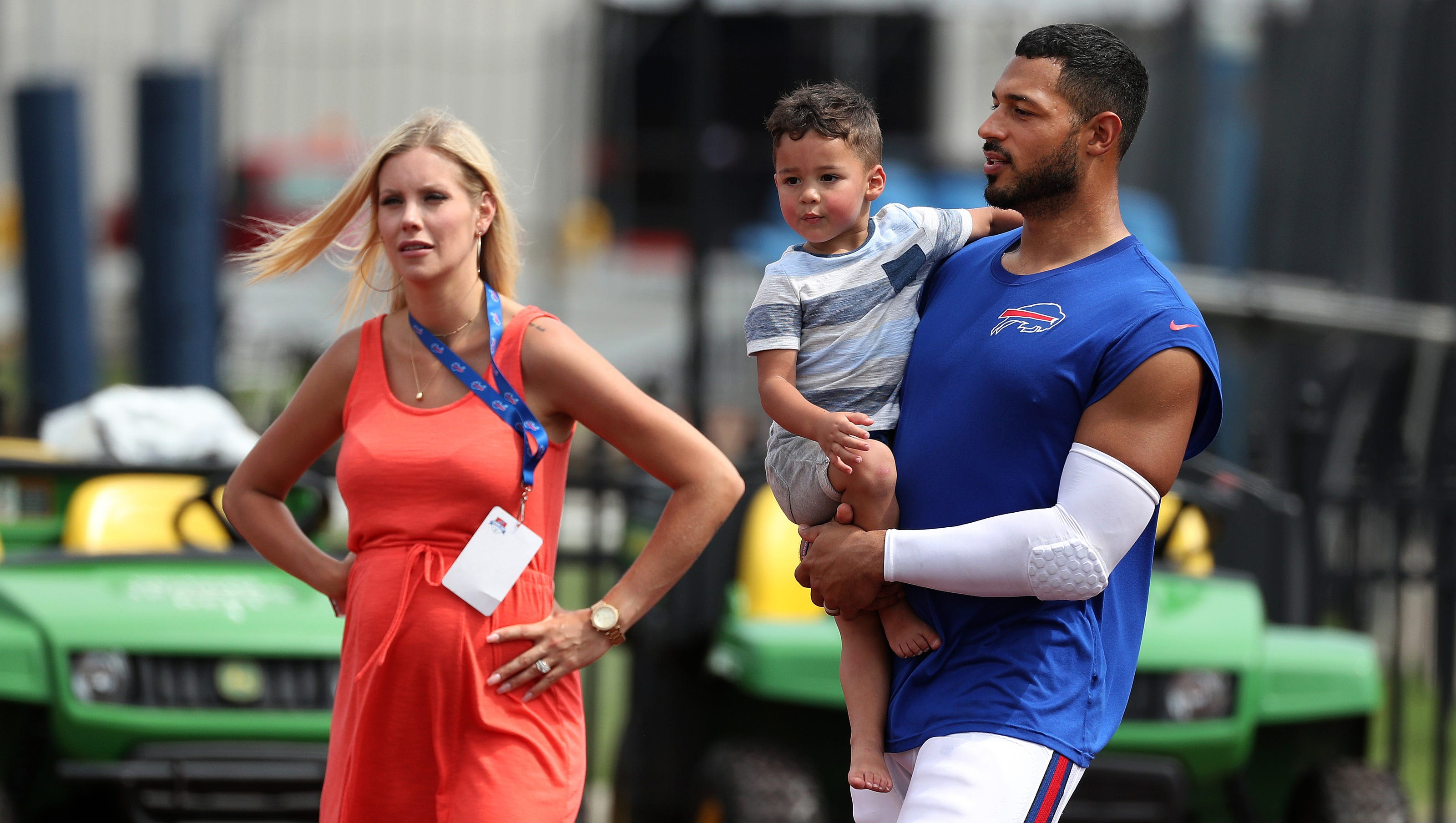 Logan Thomas' pregnant wife drives 3 hours every day so their family can be together