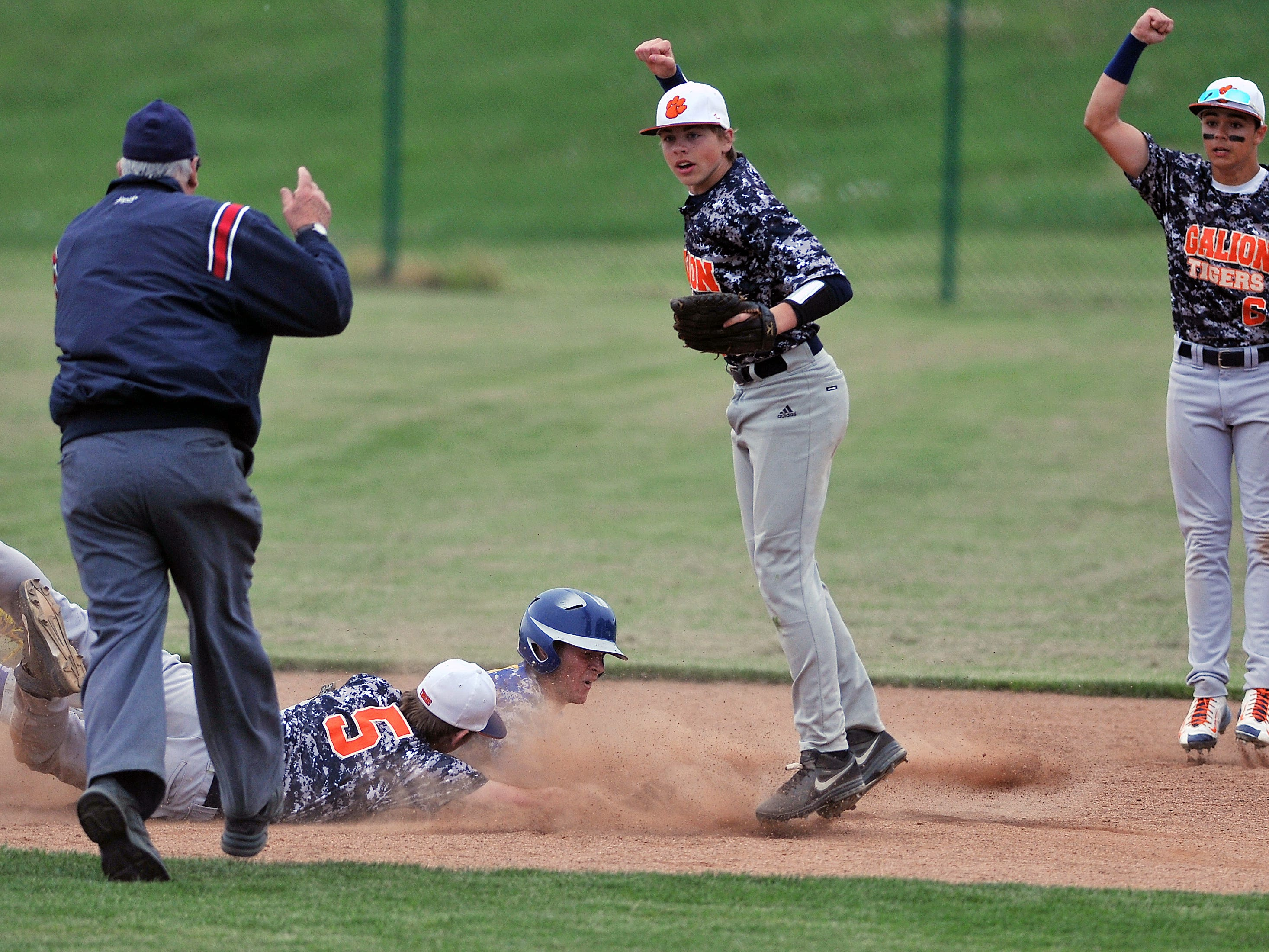 Galion players look for the call from the umpire after a rundown during the Division II sectional title baseball game against Ontario Thursday.