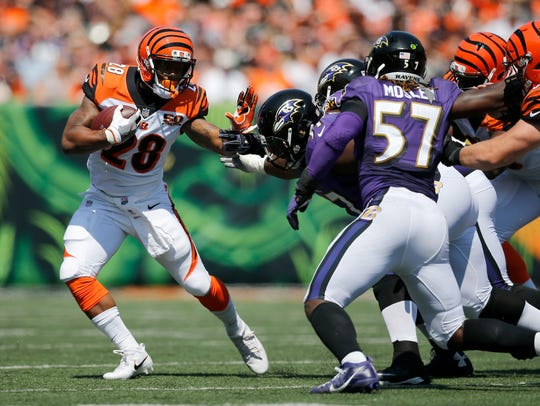 Cincinnati Bengals running back Joe Mixon (28) runs