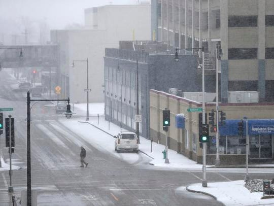 wisconsin weather  snow causes headaches for travelers