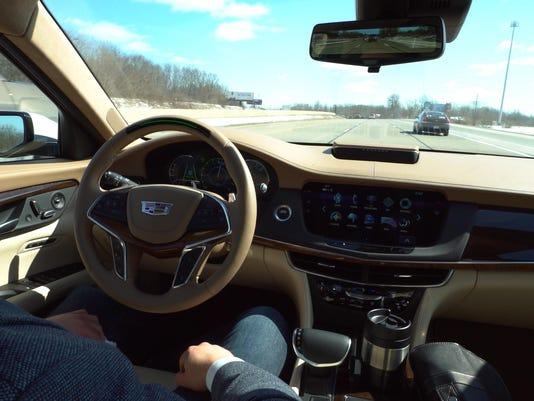 2018-Cadillac-Super-Cruise-01