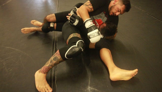 Cub Swanson trains at his gym TRU MMA in early July in Indio as part of his preparation for his fight this Saturday against Tatsuya Kawajiri of Japan.