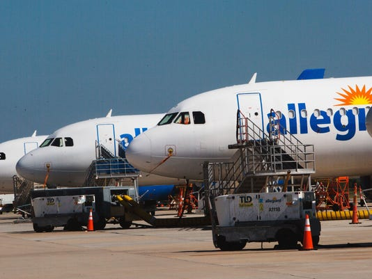 636561045446283107-allegiant-plane-lineup.jpg