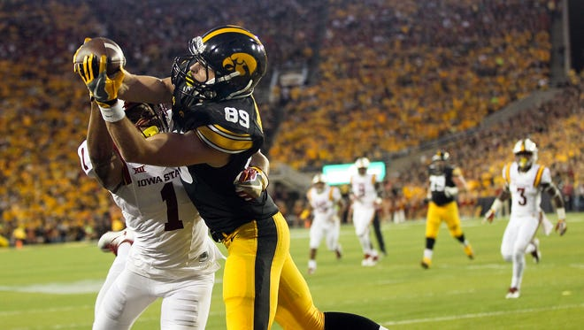 Iowa wide receiver Matt VandeBerg pulls in a 12-yard touchdown pass during the Hawkeyes' game against Iowa State at Kinnick Stadium on Saturday, Sept. 10, 2016.
