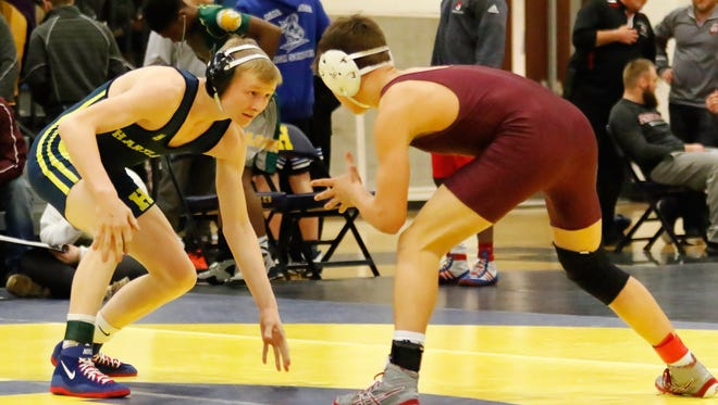 Hartland's Kyle Kantola (left) won the 125-pound regional title by pinning all three opponents in the first period.