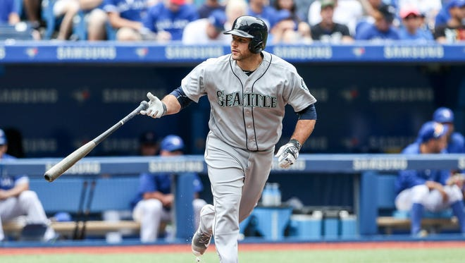 Jul 24, 2016: Seattle Mariners catcher Chris Iannetta (33) walks in the fourth inning against the Toronto Blue Jays at Rogers Centre.