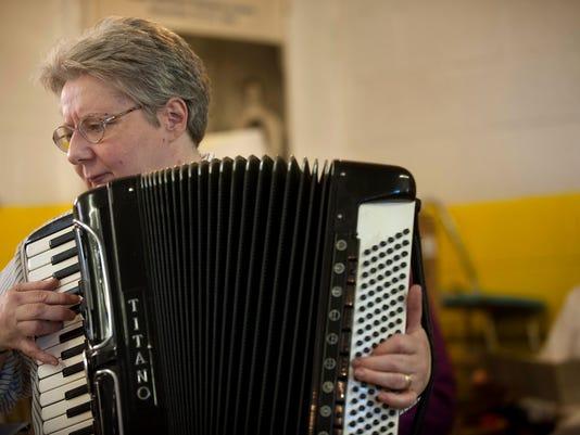 CHL 1104 accordions