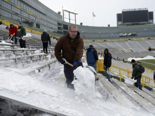 Packers snow shoveling Tom Loch