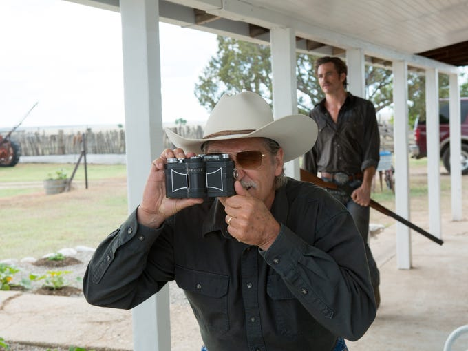 Jeff Bridges shoots with his Widelux camera (co-star