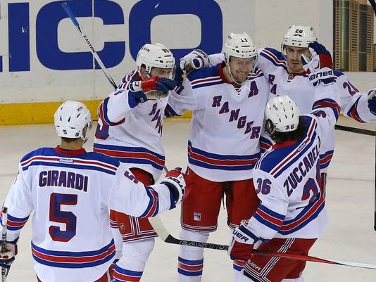 USP NHL: PHILADELPHIA FLYERS AT NEW YORK RANGERS S HKN USA NY
