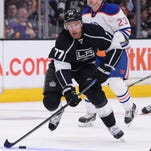 Los Angeles Kings center Jeff Carter (77) skates against
