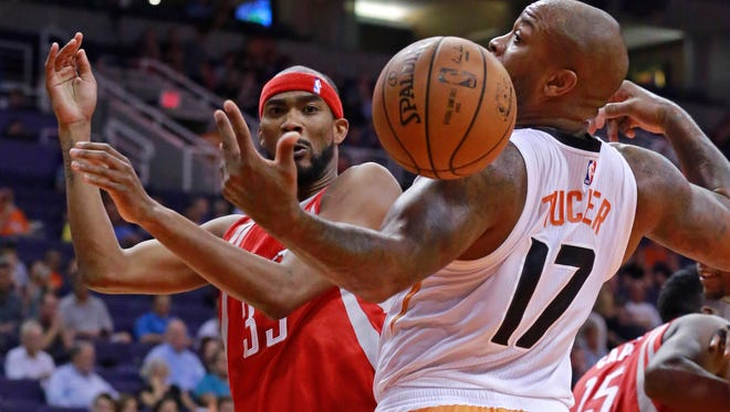 Houston Rockets guard Corey Brewer (33) and Phoenix Suns forward P.J. Tucker (17) fight for a loose ball.