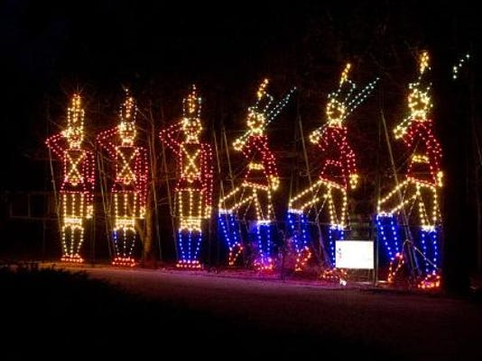 Christmas Lights To Music.Make Holiday Plans With Parades Music Lights