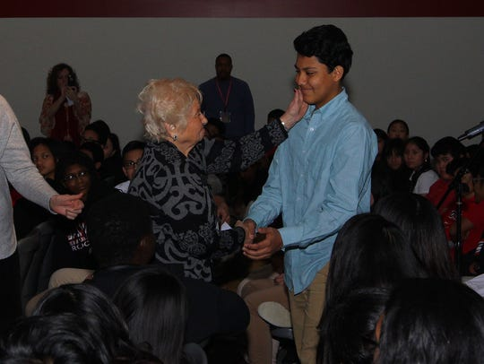 Holocaust survivor Hanna Wechsler meets with students