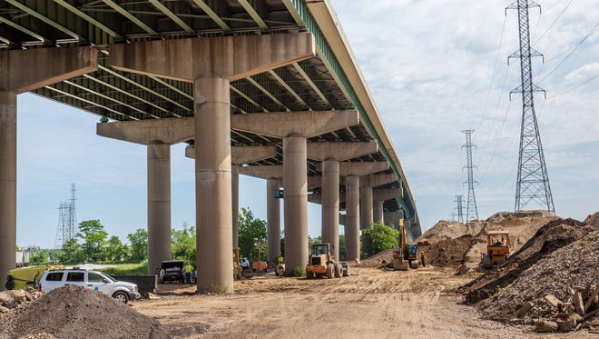 DelDOT contractors and engineers work on a solution to the problem of the 495 bridge over the Christina River having structural problem that caused a closing until it can be repaired.