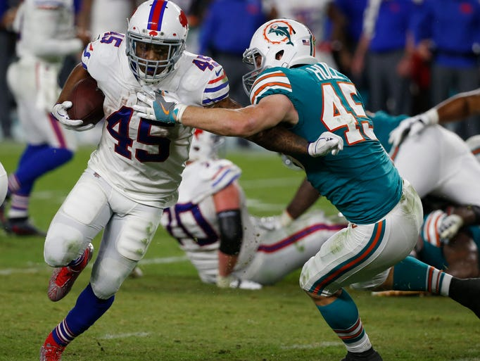 Miami Dolphins outside linebacker Mike Hull (45) attempts