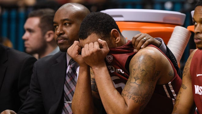 Washington State assistant coach Curtis Allen (left) consoles guard DaVonte Lacy during a Pac-12 Conference tournament in 2015.